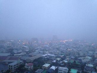 沖縄本島中南部地方には大雨・洪水警報が発表された