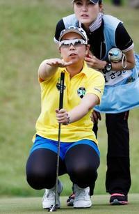 女子ゴルフ、大城とイが首位並ぶ ほけんの窓口レディース第2日