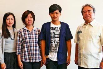 琉球大管弦楽団の(左から)崎山弥生さん、翁長くるみさん、砂川由将さん、指揮の糸数武博さん=沖縄タイムス社