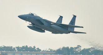(資料写真)嘉手納基地を離陸するF15戦闘機