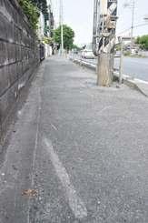 2人乗りバイクの事故現場=3日午前9時35分ごろ、中城村久場