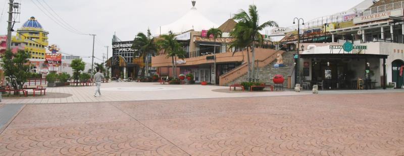 めっちゃ暇なんすよ」沖縄一の歓楽街、客引き男性の嘆き 外出自粛の ...