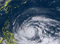 台風22号(マンクット)大型で猛烈に発達 最大55メートル、瞬間80メートル