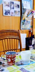 正次郎さんが結婚当初から愛用していた白のコーヒーカップ。お酒を口にしない夫婦の団らんは、コーヒーの「乾杯」で始まるのが常だった=那覇市首里