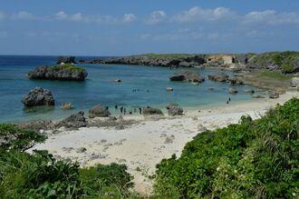 (資料写真)宮古島市下地島中の島の浜