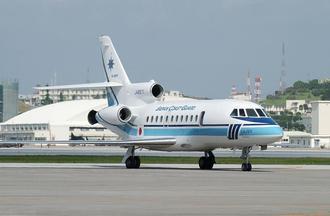 那覇航空基地に現在配備されている海上保安庁のジェット機=2005年撮影