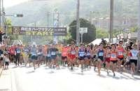 急坂を挑み、絶景に癒やされ 7910人、南城路を駆け抜ける 尚巴志ハーフマラソン