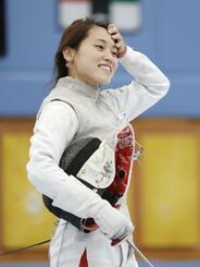 公開練習で笑顔を見せる女子フルーレの東晟良