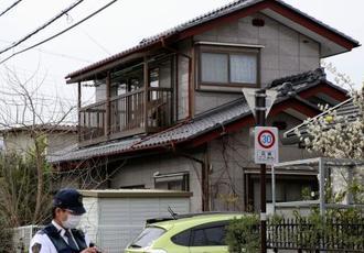 遺体が見つかった住宅=19日午後、長野県飯田市