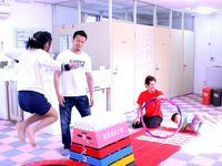 元格闘家の須藤元気さん、那覇で障がい児と交流