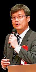 講演するノーベル物理学賞受賞者の天野浩名古屋大学大学院教授=16日午後、浦添市・てだこホール