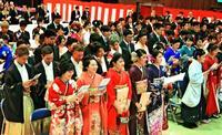 行動に責任、精進決意 沖縄・恩納村で成人式