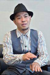 「毎日起きているドラマを表現していきたい」と語る前川真悟さん=2月、沖縄タイムス社