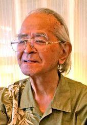 「自らの身を守るのが沖縄の空手」と話す平山良明さん=那覇市内
