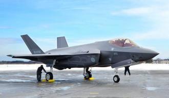 航空自衛隊三沢基地に配備されたF35Aステルス戦闘機=2018年1月