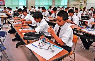 電気科の1年生全員を対象にした技能試験対策の講座=美里工業高校
