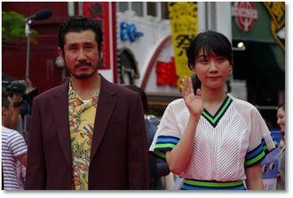 「酔うと化け物になる父がつらい」の松本穂香と渋川清彦