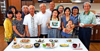 ピィパーズを使ったレシピを考案した「ピィパーズを生かす会」のメンバー=18日、那覇市西・県男女共同参画センターてぃるる