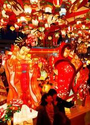 中国の春節に合わせて、長崎市で始まった「長崎ランタンフェスティバル」=5日夕