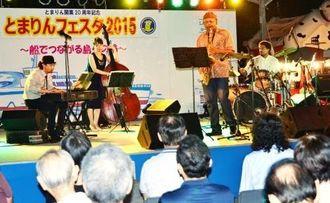 多くの人で賑わったジャズライブ=11日、那覇市泊