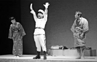 人類館事件から100年の節目を機に2003年に大阪で上演された戯曲「人類館」の舞台