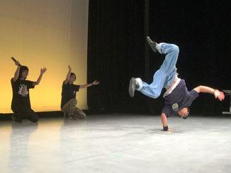 アクロバティックなダンスを見せた「アレンジャーズ」