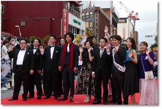 島根県松江市の地域発信型映画「いざなぎ暮れた」に出演した武田梨奈ら出演者