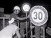 30マイルから50キロへ、速度標識の変更=1972年5月15日