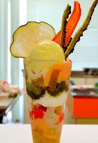 津堅ニンジンのモナカ、地元野菜のパフェ・・・うるまの特産品、スイーツでいかが?
