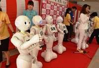 """ロボット「ペッパー」が介護・医療現場の支援に 沖縄で10台""""入社"""""""