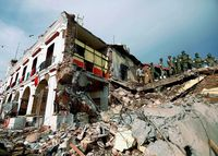 メキシコ地震 死者は61人に/さらに増える恐れ