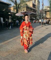 京都で舞子の格好をしたロシアのフィギュアスケート女子のメドベージェワ選手(本人のインスタグラムから、共同)