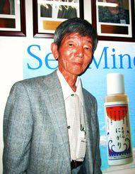 「粟国の塩」をアメリカで紹介した沖縄海塩研究所の小渡幸信所長=アメリカ・アナハイム市内