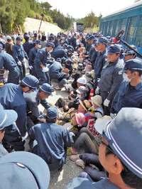 辺野古新基地:ゲート前で4日目の集中行動 複数の逮捕者