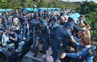 沖縄・高江での記者拘束問題を考える 「土人」暴言も飛び出す憎悪の現場