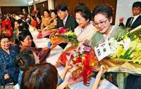 沖縄の誇り、次世代へ 「琉球舞踊」新保持者 認定祝う