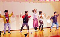 園児やお年寄り 展示と舞台発表/小禄南公民館祭り