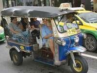 タイ名物・三輪タクシー、「EV」の波 大気汚染対策で2万2000台切り替えへ
