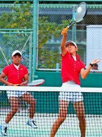 高校総体:ソフトテニス 女子友利・金城組(名護)初の栄冠 強気で攻めミス挽回