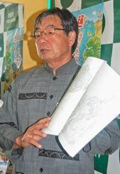 沖縄防衛局が申請した漁港使用許可などへの名護市の対応について説明する稲嶺進市長=22日、同市役所