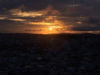 夜が明ける沖縄本島地方=22日午前