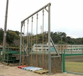 私立樟南高で体罰を受けた生徒が転落したトレーニング用のロープ=6日午後、鹿児島市