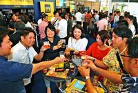 ビール党が長い行列! プレモルが200円で楽しめるフェス 沖縄タイムス本社ビルで5月5日まで