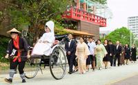 「厳かな神社」で披露宴 沖宮 ぶくぶく茶で沖縄らしさ演出
