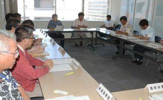 台風12号の被害状況を確認した県災害警戒本部会議=27日午前、県庁