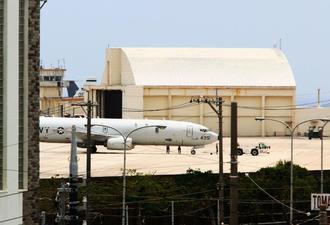 旧海軍駐機場に駐機するP8A対潜哨戒機=20日午後1時ごろ、米軍嘉手納基地(読者提供)