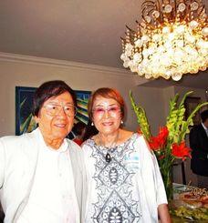 岸本正之さん(左)と多摩子夫人