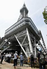 南海トラフ巨大地震などに備え、改修が進められている名古屋テレビ塔=12日午後、名古屋市