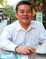 「自分は沖縄芸能とお客さんの接着剤のような役割」と語る安里朝夫さん=14日、都内・赤坂