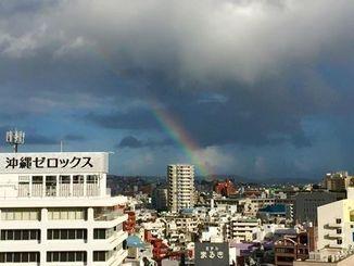 那覇市では26日夕方、虹が見られた